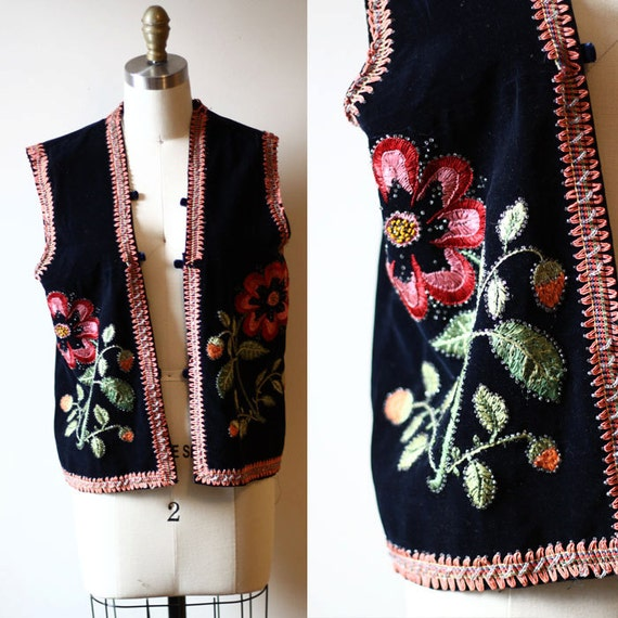 1970s floral embroidered vest // boho  // Vintage Tops