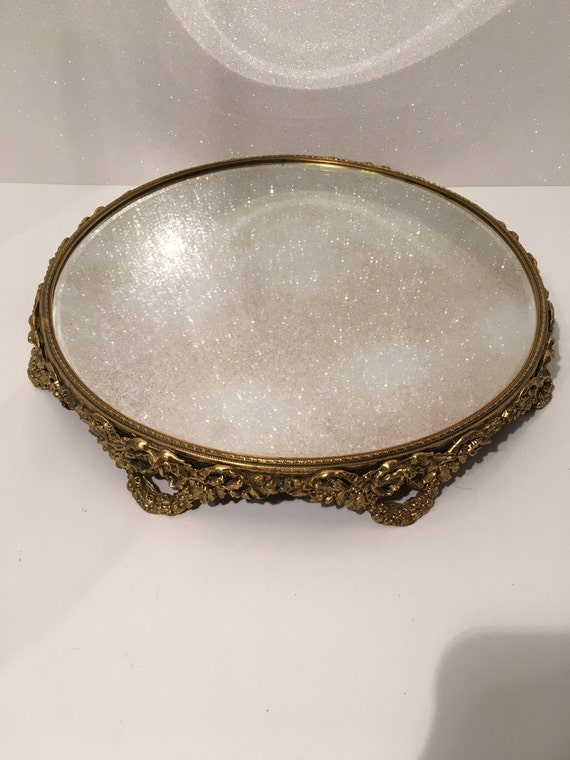 Vintage round filigree brass mirror perfume dresser vanity for Antique vanity with round mirror
