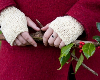 Hand-knitted mittens / fingerless gloves - organic wool - white