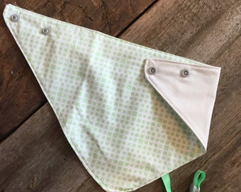reversible and waterproof bandana bib, ivory and mint
