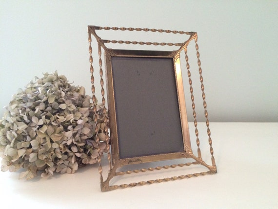 Vintage Twisted Gold Metal Picture Frame Table Top Photo -> Table Basse Vintage Metal Twist