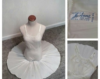 60s Vintage Jo-Anne Nylon Tricot Full Slip w/ Accordion Pleated Skirt size 32