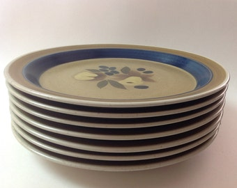 """Premiere Potterskraft """"Country Home"""" Dinner Plates, Set of 7, 1970s Japanese Stoneware Dinner Plates"""