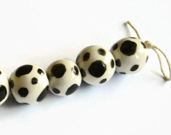 Black and white beads, white earthenware clay beads, black dots, African beads, white ceramic beads, white beads with black dots