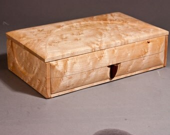 "Jewelry box - "" COUNTESS"" - (J1BEM) - in Bird's eye Maple"