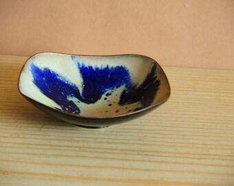 Vintage Handmaid Solid copper miniature Bowl with enamel inside cover / Rustic Kitchen Decor / Farmhouse decor / decorative copper plate