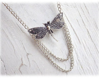 Dragonfly - delicate silver necklace with dragonfly
