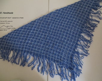 Warm and soft Scarf weaved on a frame, triangle scarf, fringed scarf, Shawl, Winter / Spring accessories, blue, Gift ideas, handwoven