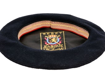 Sewn men's beret, similar to basque style. Made of wool cloth - navy blue