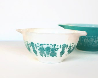 1.5 Pint Pyrex Mixing Bowl, Amish Butter Print, Milkglass w Aqua Design