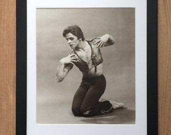 """Framed and Mounted Print of Mikhail Baryshnikov - 16"""" x 12"""" Ballet Dancer"""