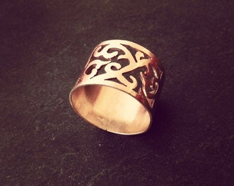 Arabesque scroll cut out ring