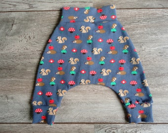 Mini harem pants with forest animals