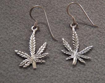 Vintage Sterling Silver Leaf Motif Euro Wire Earrings~~    **RL