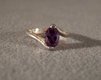 Vintage Sterling Silver Amethyst Ring with Delicate Offset Band, size 6 Jewelry      M   **RL