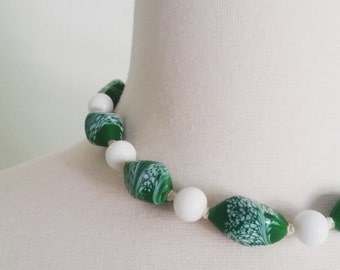 Vintage 1950s/50s Glass Bead Necklace. Green and white mid century choker. FREE SHIPPING