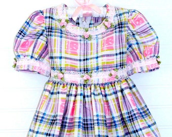 Vintage baby dress. pink multicolor with lace trim, no name dress sz 12 mo