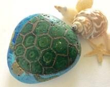 Turtle Painted Rock -  Hand Painted Sea Rock - Sea Turtle Rock Art - Sea Turtle Gift - Turtle Decor - Garden Art - Animal Rocks - Rock Gift