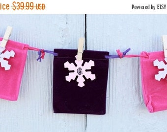 Advent Garland - Advent Calendar - Christmas Countdown Calendar - Velveteen Bags - Decorated Clothespins - Reusable - You Fill - BCA 018