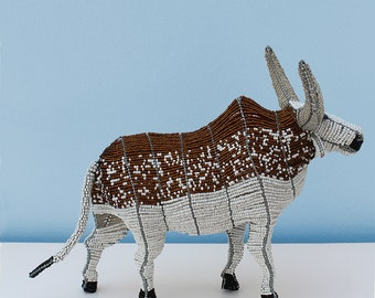 African cattle in wire and beads: The nguni cows are much loved and is beautifully captured in this wire frame beaded representation
