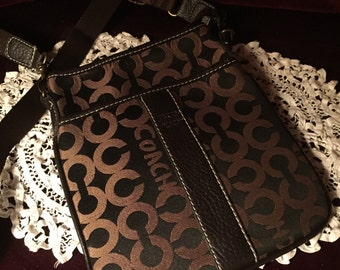 """Excellent find """" COACH """"Purse  brand new never used ~ 75 dollars off !! was 175  now 100.dollars for a limited time ~"""
