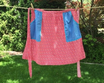 Old Fashioned Red Calico Print Kitchen Apron With Blue Pockets