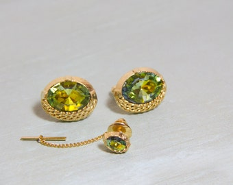 Vintage Cuff links, Crystal green cufflinks, gold and green, Unsigned cuff link set