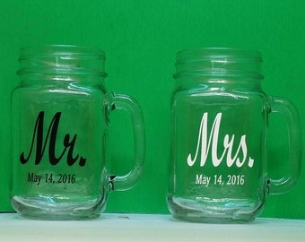 Mr. & Mrs Mason Jars, 2 Personalized drinking jars with handle, Engraved, Wedding, Anniversary, 16 oz