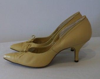 Fantastic 1950s point toe stilettos US 6 1/2 N UK 4 1/2 N great colour, fab details