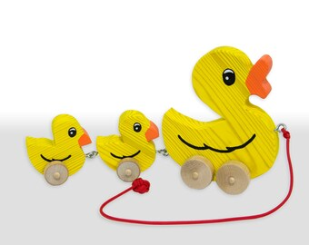 Pull Along Wooden Duck Toy with Ducklings (Flat Wheels)