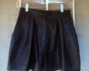 1980s vintage highwasted black leather front pleat shorts size 6 80s Philip Noel size small