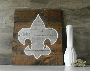 Wood Wall Shabby Chic Fleur de Lis Sign  Hand Painted Rustic Nursery Bedroom Bathroom Home Decor Kids Bedroom Distressed Wood