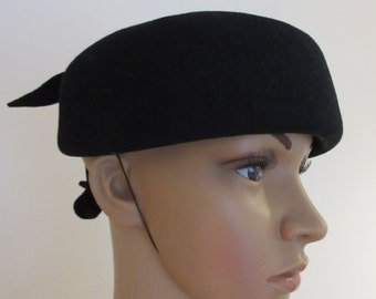 Vintage 1950's Black Beret With Bow Detail MADE IN ENGLAND By 'Bermona' - Very Cute!!