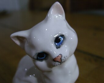 Beswick Gloss White Kitten