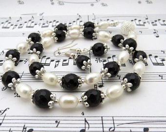 Black agate and white pearls