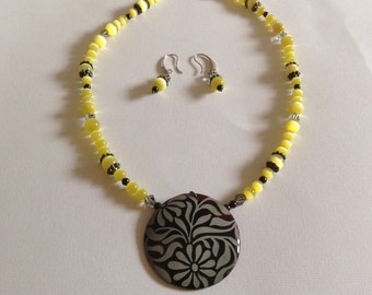 Sunny yellow necklace and earring set