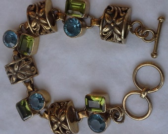 Handmade bracelet in crafted vermeil with peridot and blue topaz stones.