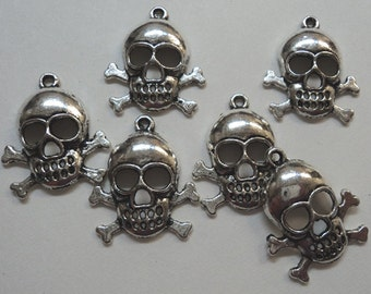Skull and crossbones pewter silvetone charms 6 pc lot l