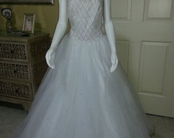 """Gorgeous Embellish White Guipure and Tulle Princess Wedding Dress by Demetrios/Pagent Dress/Homecoming /Prom/Quinceañera size 14 bust 38"""""""