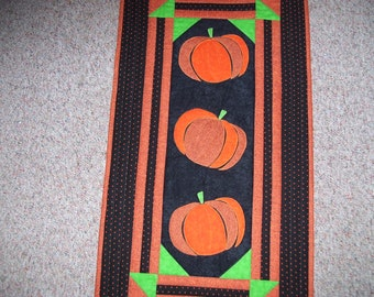 Fall quilt-pumpkin quilt for wall or table-thanksgiving quilt for wall or table machine appliqued and quilted