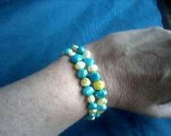 Handmade 8 Inch Blue and Yellow Dyed Freshwater Pearl Bracelet