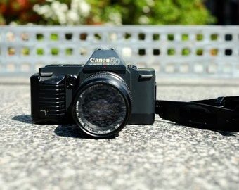 Beautiful Canon T70 Film Camera w/ Zoom lens and neck strap