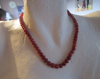 "vintage medium wood graduated bead necklace with silvertone clasp 18""lon in good condition"