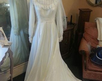 Beautiful 1970's Vintage Wedding Dress with Fingertip veil