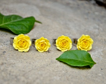 Yellow rose ring shaped by hand, Adjustable ring base