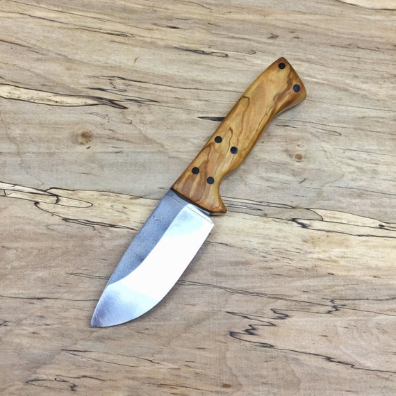 Whitetail Skinner: a Hunting Knife