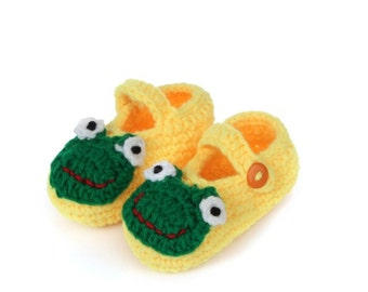 Cute Baby Shoes. Knitted Baby Shoes. New Baby Gift. cute frog shoes Baby Mary Janes Crochet sandals,daisy booties