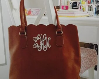 Large Monogrammed Scallope Edge Tote