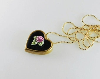 SUMMER SALE. Long Black Heart Necklace.Black Heart Necklace with Rose. Romantic Heart Necklace. Vintage Style Heart Necklace.Handicraft: por