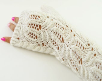 "Knitting pattern for fingerless mittens ""Water Lily"" with lace"